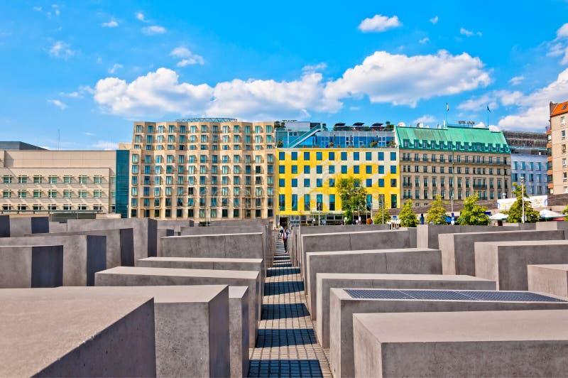 浩劫纪念和现代大厦在柏林 图库摄影