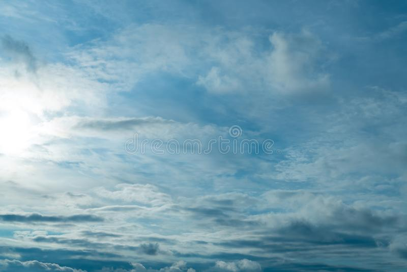 浩大的天空蔚蓝和云彩天空 在天空的云彩 免版税库存图片