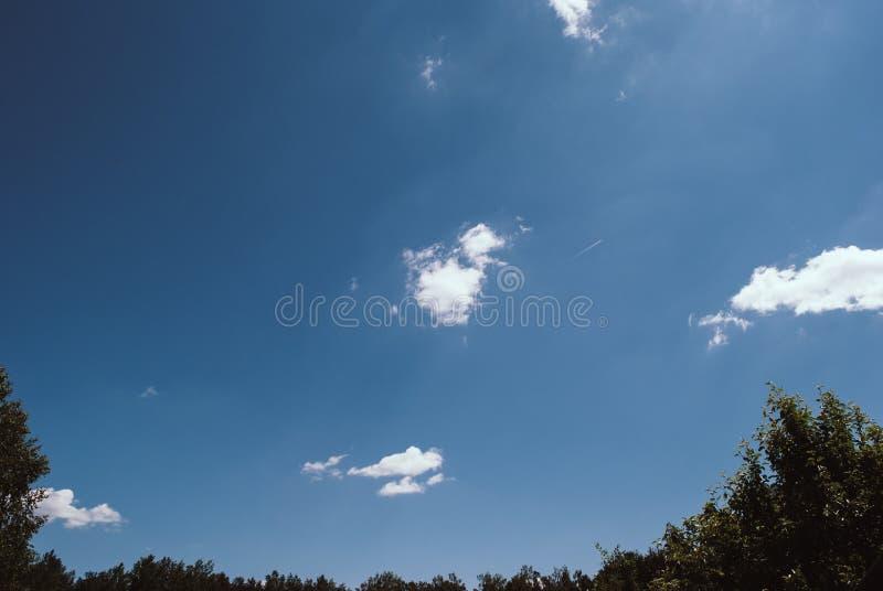 浩大的蓝天和云彩天空 图库摄影