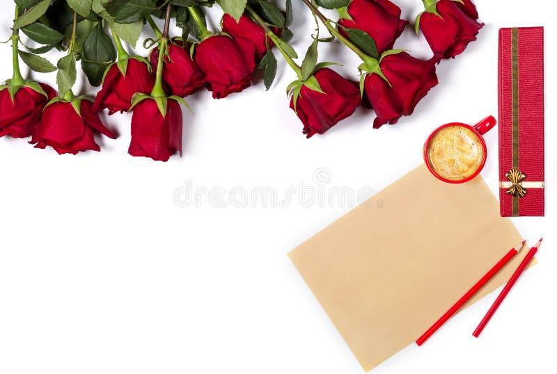 浪漫假日大模型 美好的束大工艺纸英国兰开斯特家族族徽、板料,颜色铅笔、小咖啡和礼物 库存照片