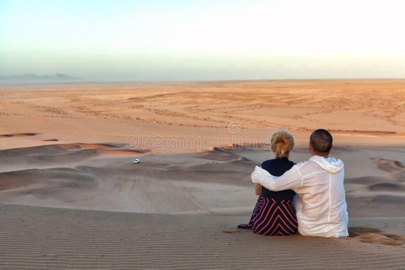浪漫夫妇在纳米比亚 图库摄影