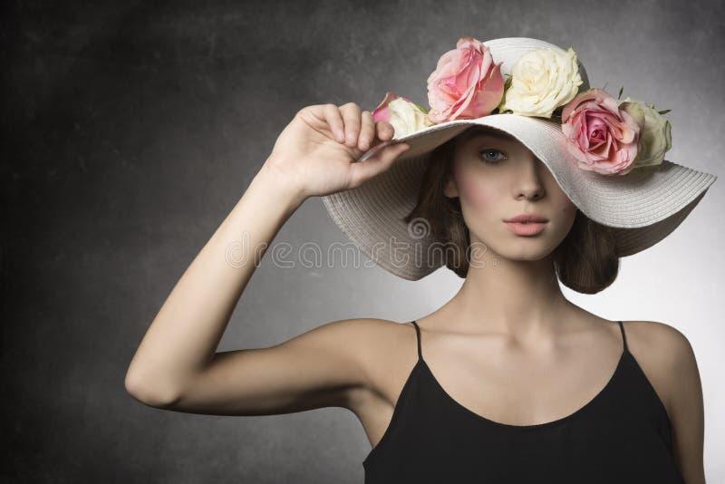 浪漫春天射击的女孩 免版税库存图片