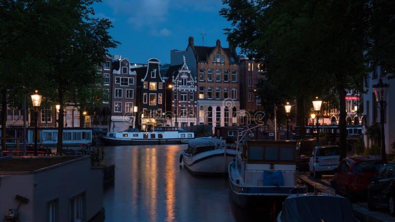 浪漫晚上阿姆斯特丹,荷兰 免版税库存图片