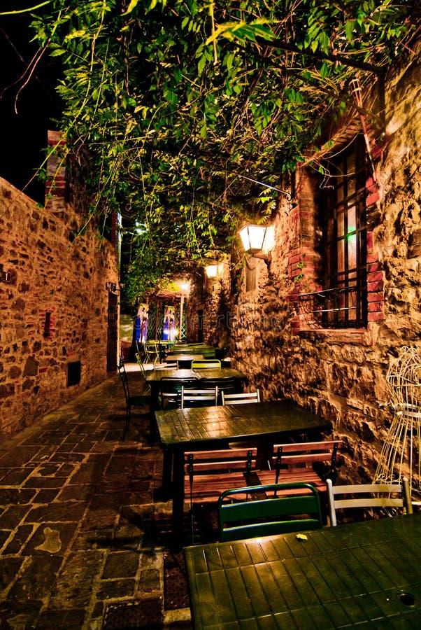 浪漫晚餐在小意大利餐馆 免版税库存图片