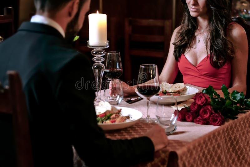 浪漫晚餐在餐馆 库存照片