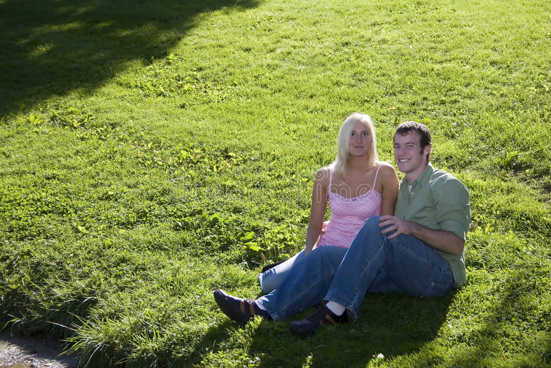 浪漫的夫妇 免版税库存照片