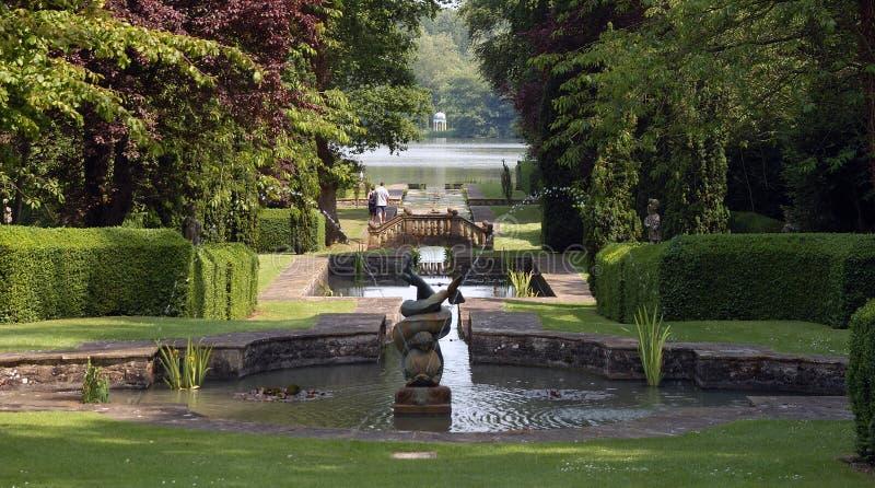 浪漫英国的庭院 免版税图库摄影