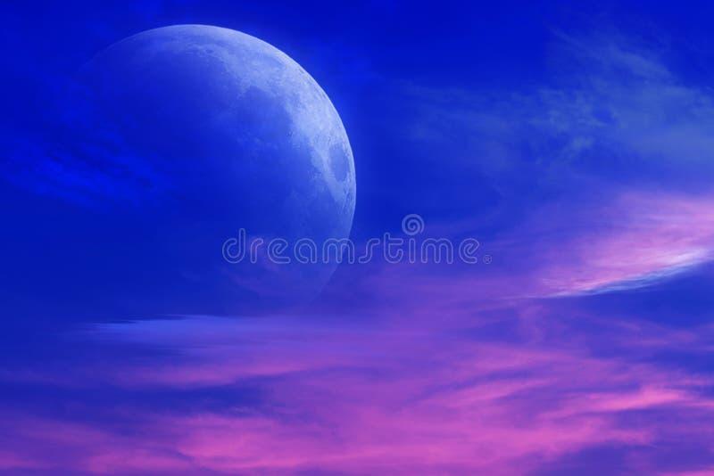 浪漫衰落和神秘的月亮 库存照片. 图片 包括有 月牙图片