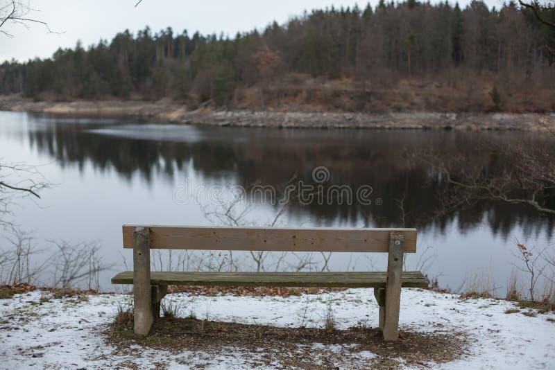 浪漫长凳本质上,圣华伦泰` s天 免版税库存图片