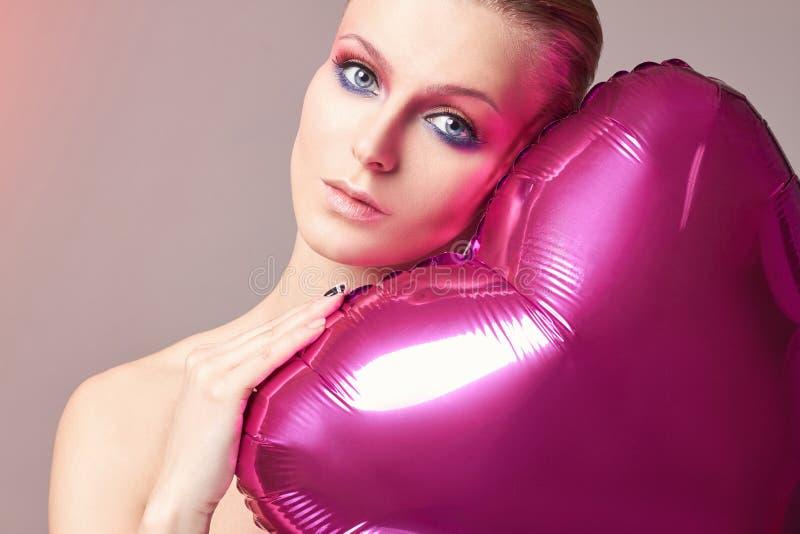 浪漫年轻可爱的女孩 免版税图库摄影