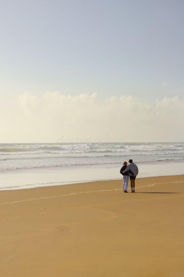 浪漫02个海滩的爱 图库摄影