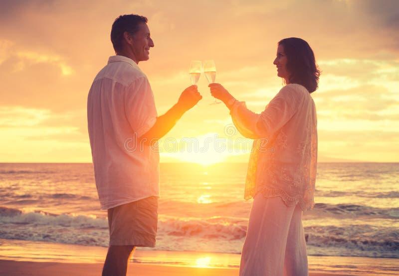 浪漫Reitred夫妇 免版税库存图片