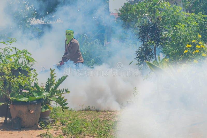 浪花和使模糊杀虫药防止和杀害蚊子,反蚊子,疟疾预防 免版税库存照片