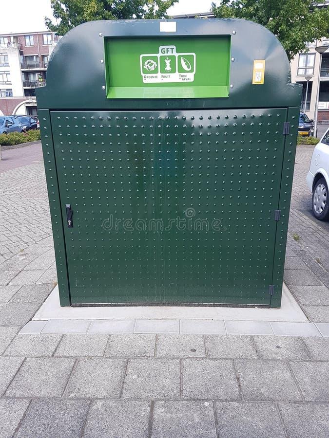 浪费的菜,果子庭院垃圾容器在Krimpen aan小室IJsse 免版税库存照片