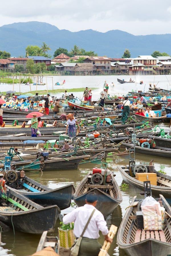 浮动市场,湖Inle,缅甸 免版税库存照片