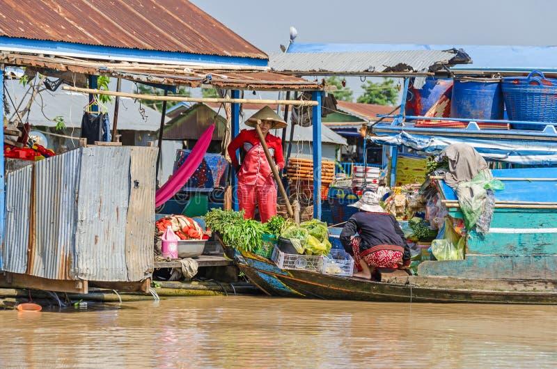 浮动村庄和浮动市场在Tonle Sap湖C的 免版税库存图片