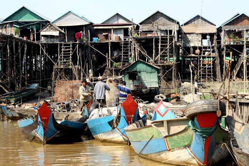 浮动村庄在柬埔寨 免版税库存照片