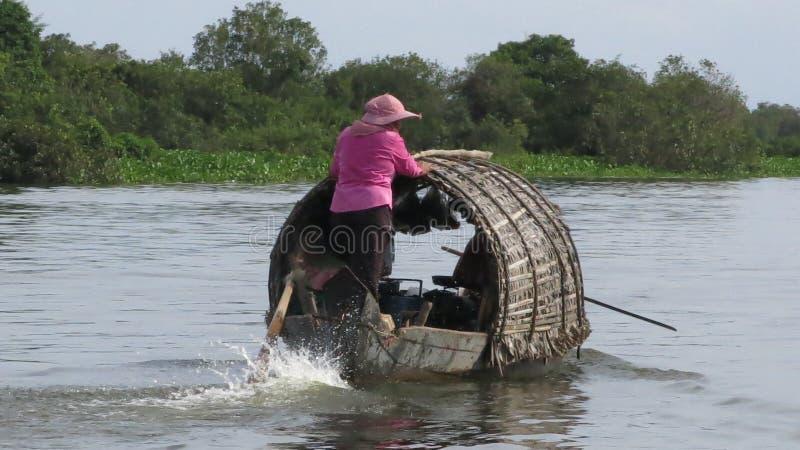 浮动村庄在Tonle Sap湖柬埔寨 库存照片