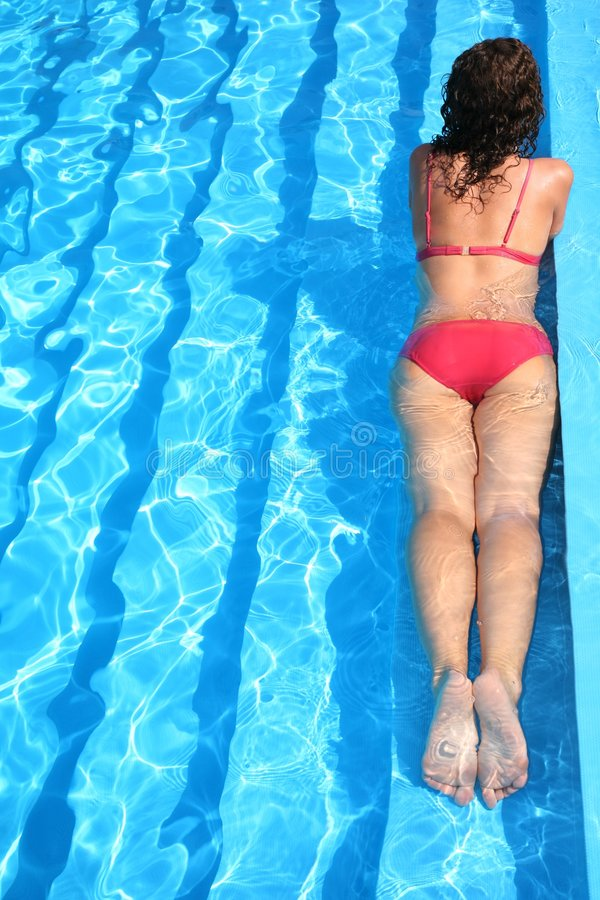 浮动池妇女 免版税库存图片