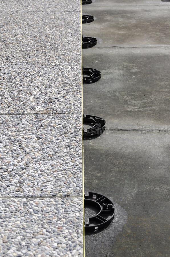 浮动混凝土瓦 免版税库存照片