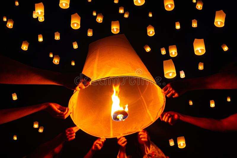 浮动灯会,Yi彭在清迈,泰国 图库摄影
