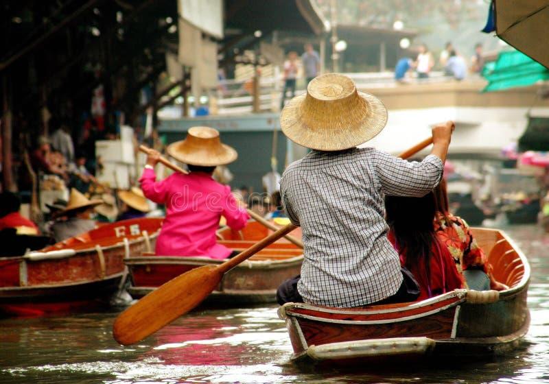 浮动的市场samut songkram泰国 库存图片