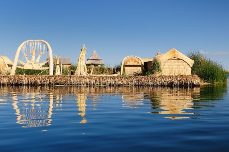 浮动的海岛湖秘鲁titicaca uros 免版税库存图片
