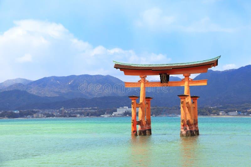 浮动鸟居门,严岛神社,宫岛海岛,日本 免版税库存照片