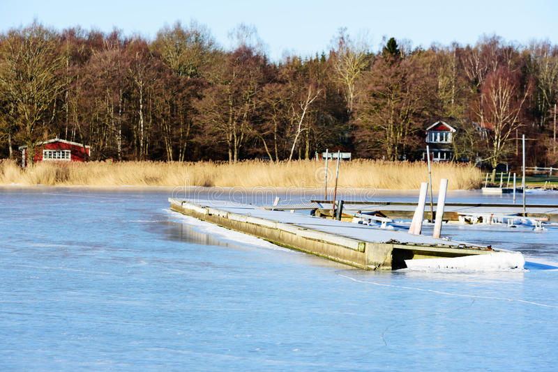 浮桥在冬天 免版税库存图片