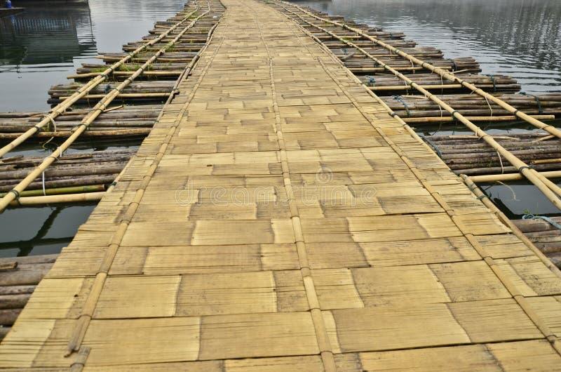 浮桥竹地板  免版税库存图片