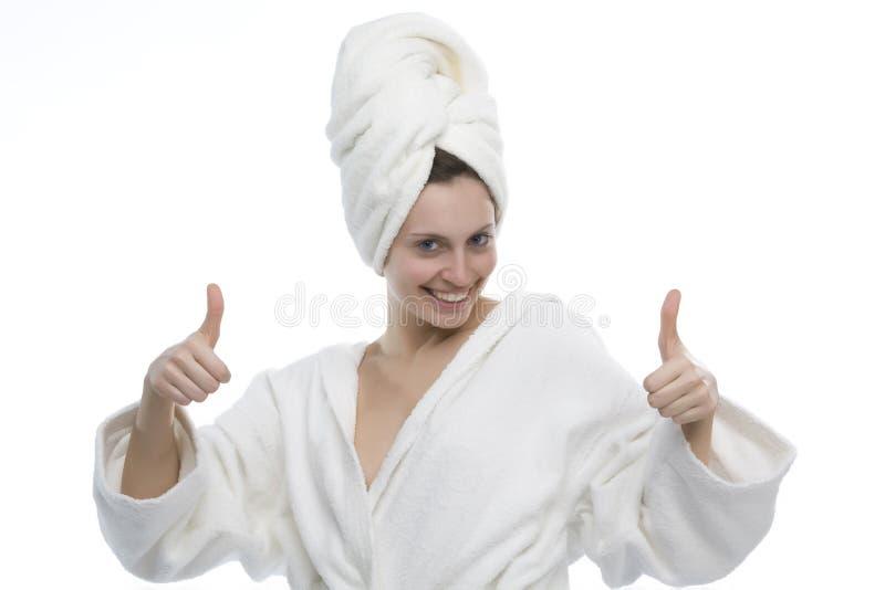 浴巾女孩佩带的年轻人 免版税库存图片