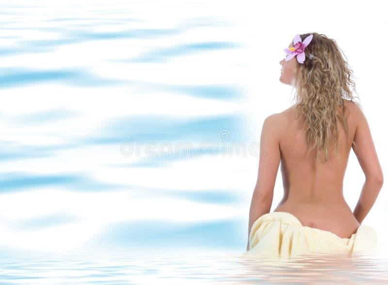 浴巾美丽的女孩 免版税库存图片