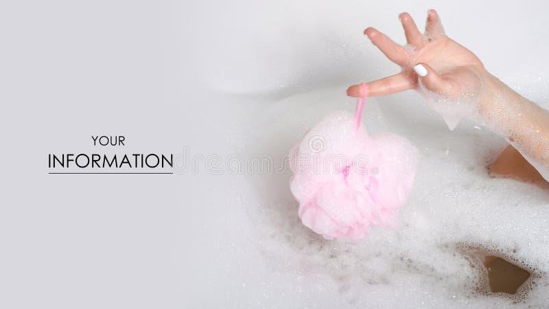 浴泡沫秀丽健康腿的美丽的妇女在gand阵雨海绵关心身体水中 免版税库存图片
