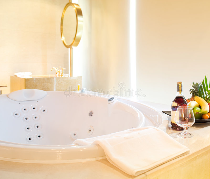浴缸极可意浴缸 免版税图库摄影