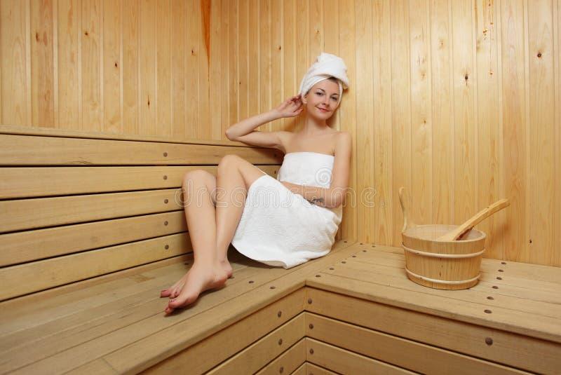 浴蒸汽采取妇女 库存图片
