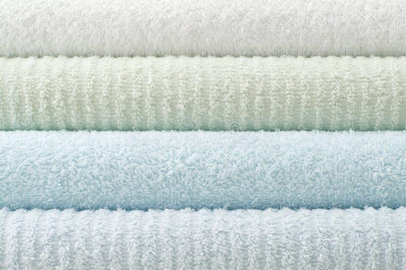 浴颜色柔和的淡色彩毛巾 库存图片