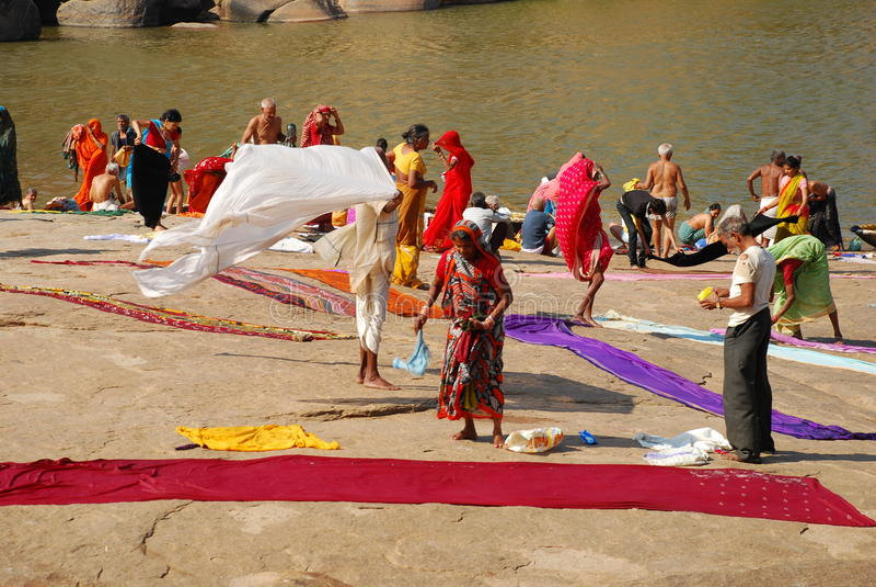 浴hampi印度karnathaka仪式 免版税库存照片