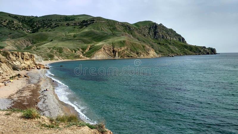 海海岸和绿色海角 免版税库存照片