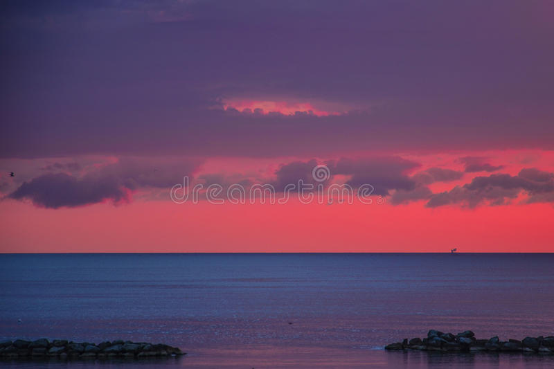 海†‹在黎明桃红色的†‹ 图库摄影