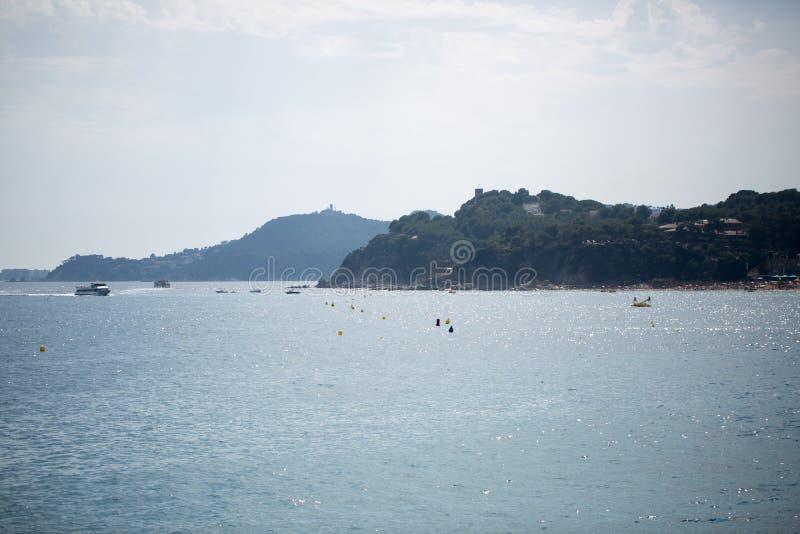 Download 海、太阳和岩石 库存照片. 图片 包括有 五颜六色, 海岛, 场面, 晚上, 海岸, 夜间, 小珠靠岸的 - 72352728