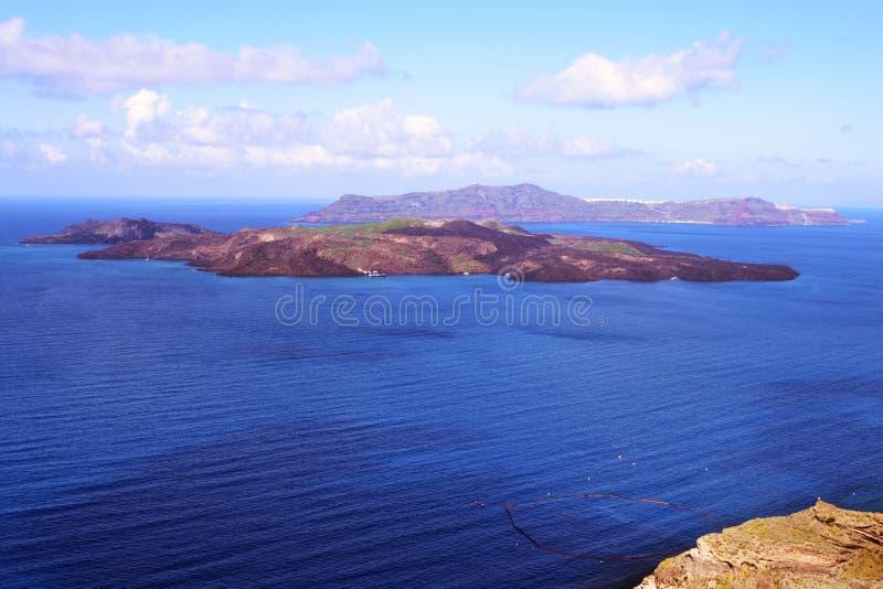 海、破火山口和海岛的美丽的景色 在圣托里尼,希腊海岛上的清早  库存照片