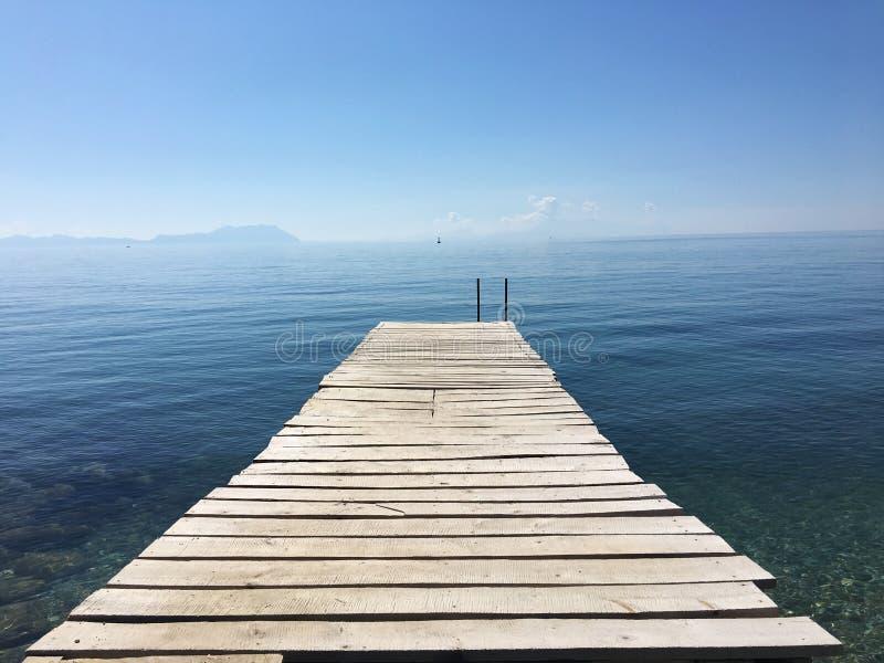 海上木木板路 库存图片