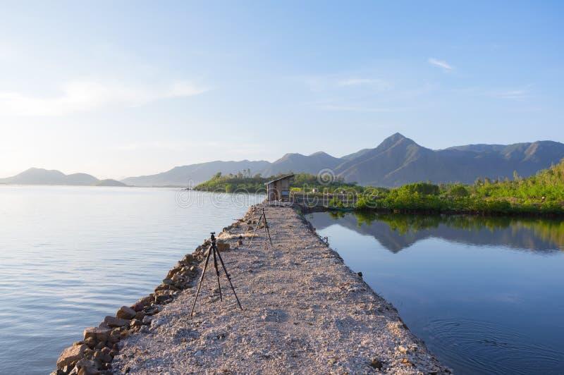海上的堤防由石头,码头,停泊制成小渔船第2部分 免版税图库摄影