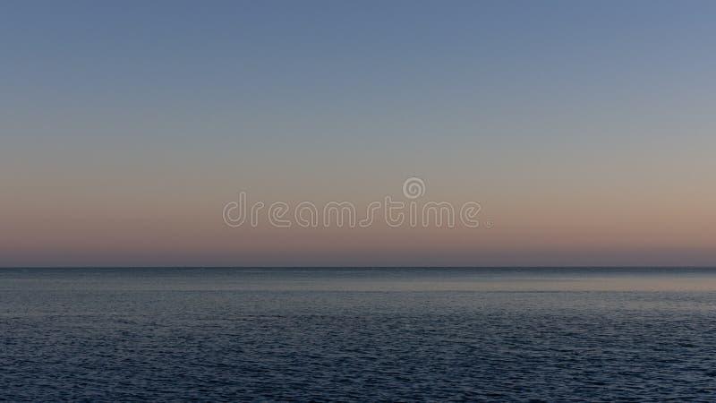 海上的安静的舒适晚上 免版税库存照片