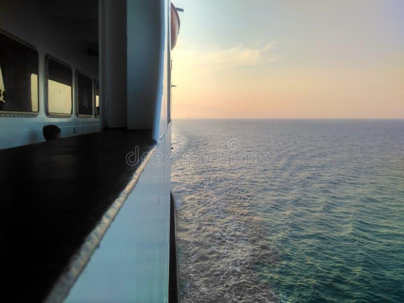海上的对比 免版税图库摄影