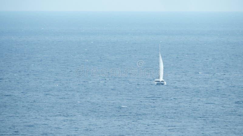 海上的遥远的航行筏 库存照片