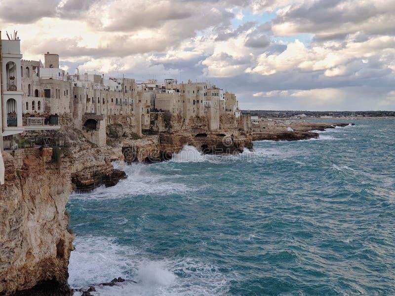 海上的Polignano 免版税库存照片
