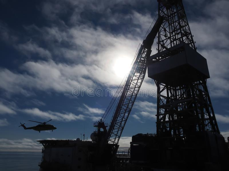 海上钻探钻机在有直升机的,石油工业墨西哥湾 免版税库存图片