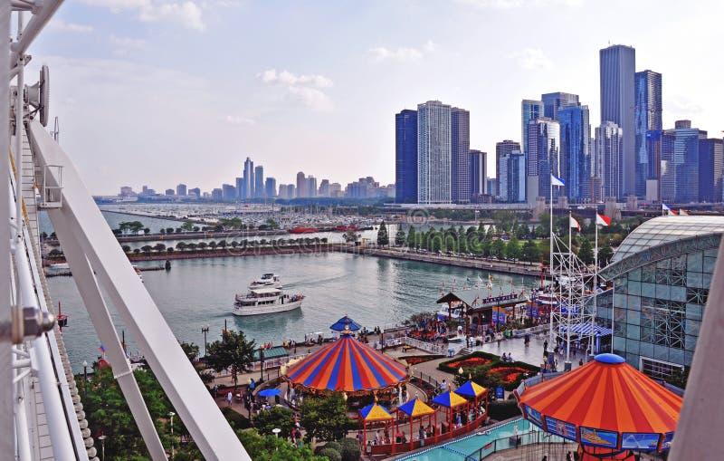 从海军码头弗累斯大转轮的芝加哥地平线 库存图片