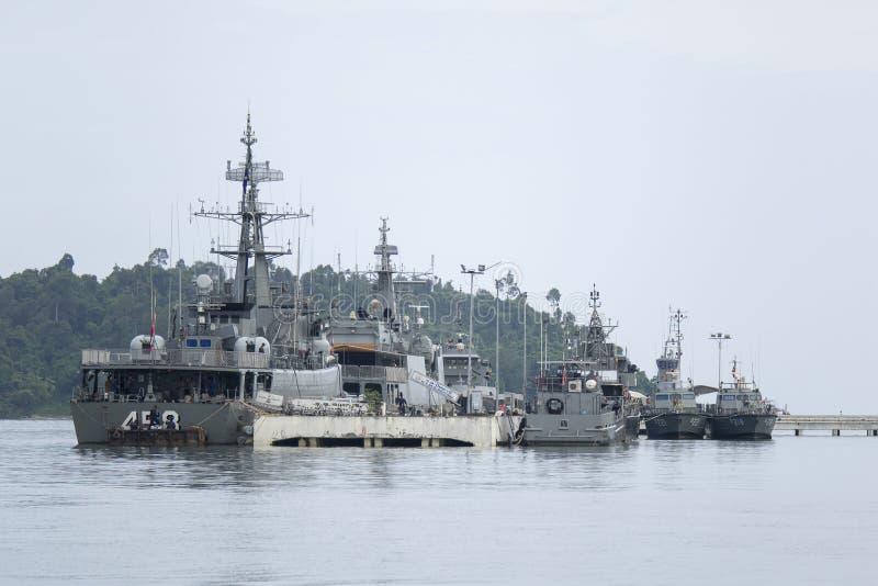 海军顺流战斗机船在海湾 图库摄影